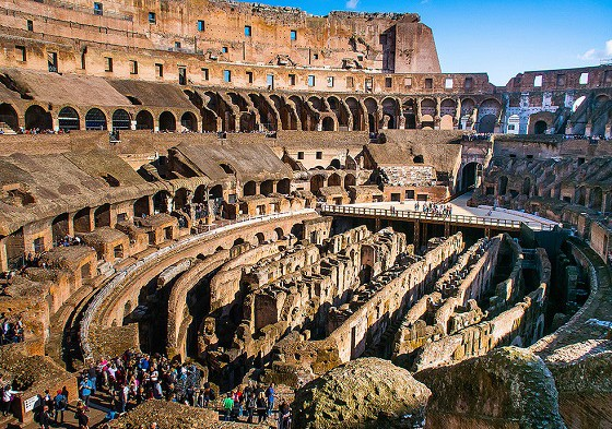 En-el-coliseo-romano