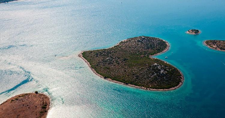 islas-con-forma-de-corazon-4