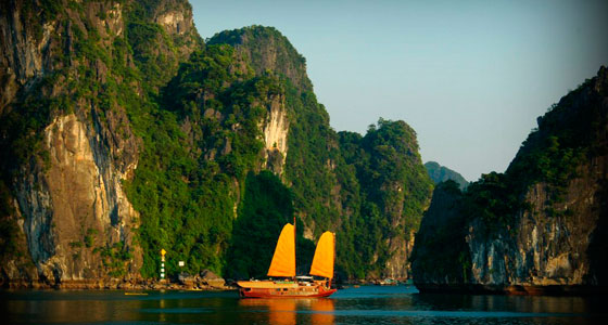 R-560-02-halong-Author-carolina-estelle
