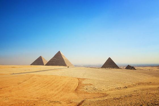 Pir--mides-de-Egipto1-560x373