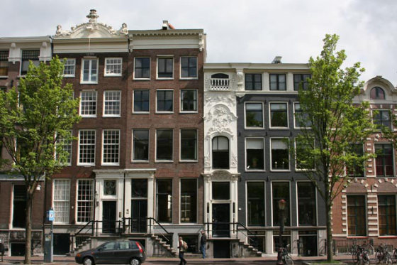 casa-estrecha-amsterdam-1-560x373