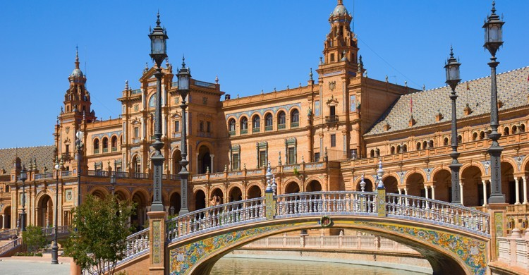 Plaza-de-España-Sevilla-iStock-750x390