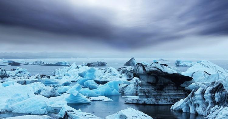 vatnajokull-icebergs-formed-due-to-the-separation-from-vatnajokull-glacier