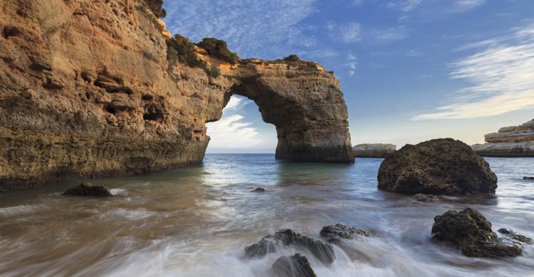 Arco-de-Albandeira-iStock