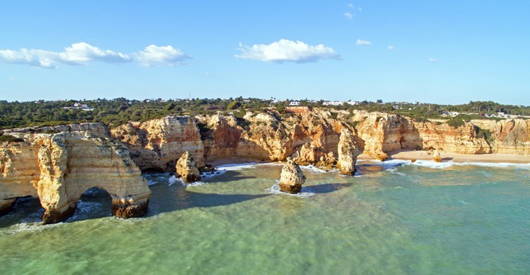 Praia-da-Marinha-iStock