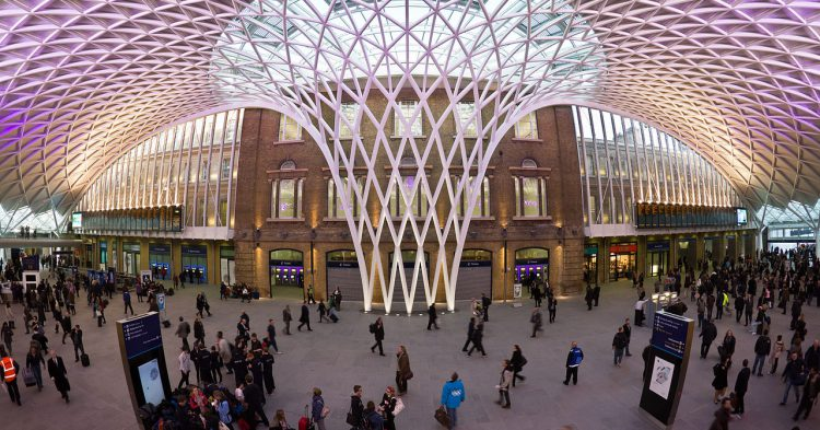1280px-King's_Cross_Western_Concourse_-_central_position
