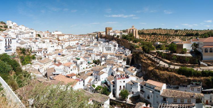 Spagna, Setenil de las Bodegas: lo spettacolo del paesino divorato dalle rocce