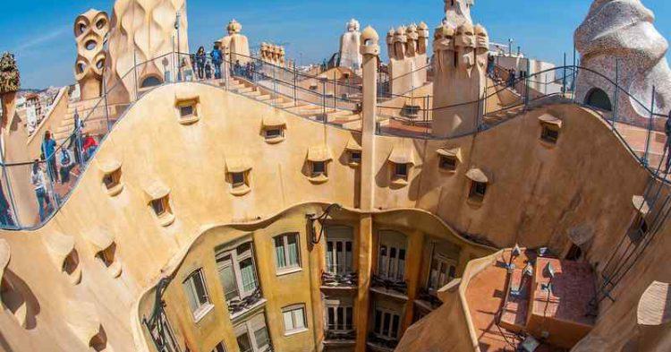 5 destinazioni rovinate dal turismo di massa