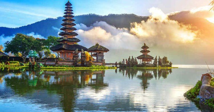 Alla scoperta dell'Oriente viaggiando come un hippie