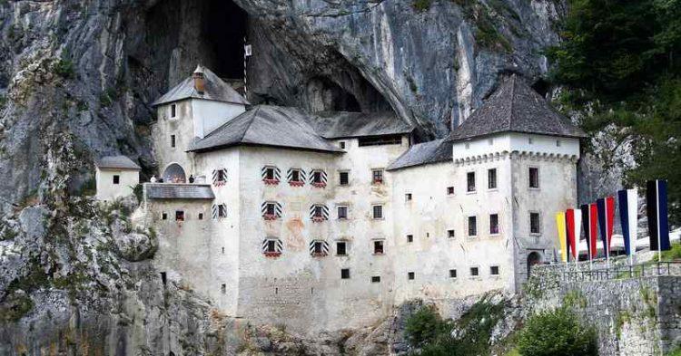 Predjama, il favoloso castello incastonato nella roccia