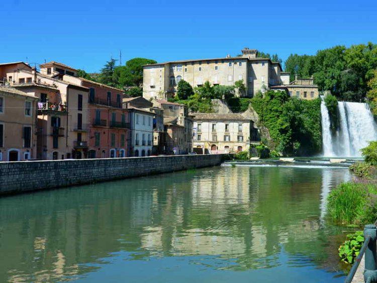 Cascata al centro della città, l'inedito spettacolo nel Lazio